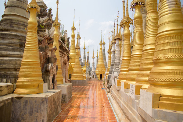 Stupas in Indein am Inle-See
